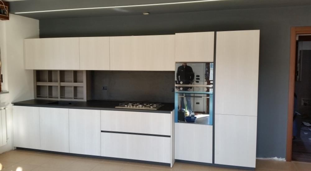 Le nostre cucine - Bianca e nera | Piroi Arredamenti Legnano e Busto ...